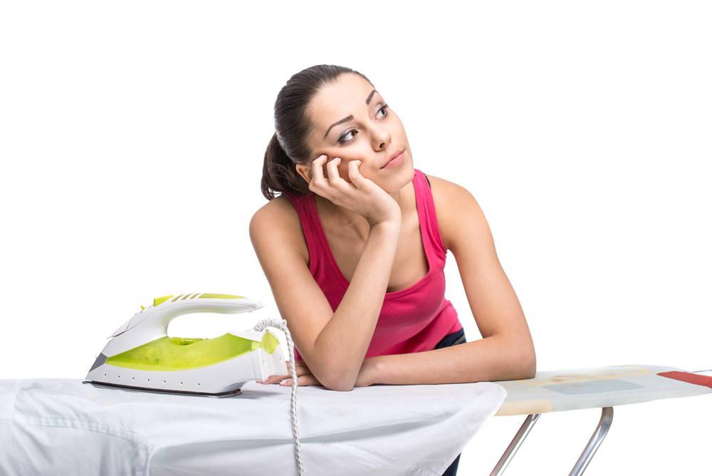 Kobieta marzy o wygodnym sposobie na prasowanie prania