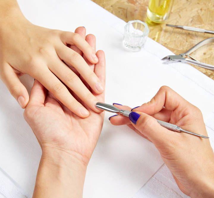 Pusher i wycinanie skórek przy paznokciach