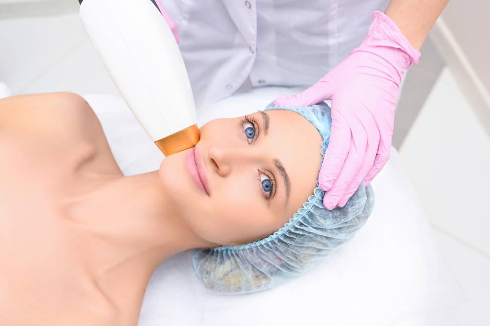 Depilacja brody u kobiet metodą bezbolesną