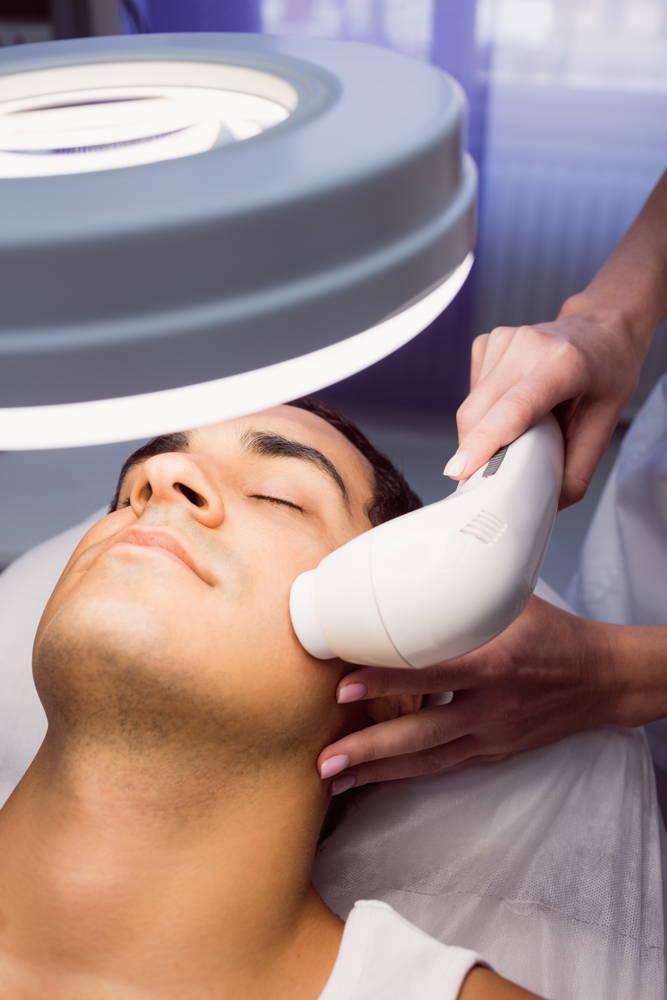 Sposób na gładką twarz u mezczyzn lepszy od golenia