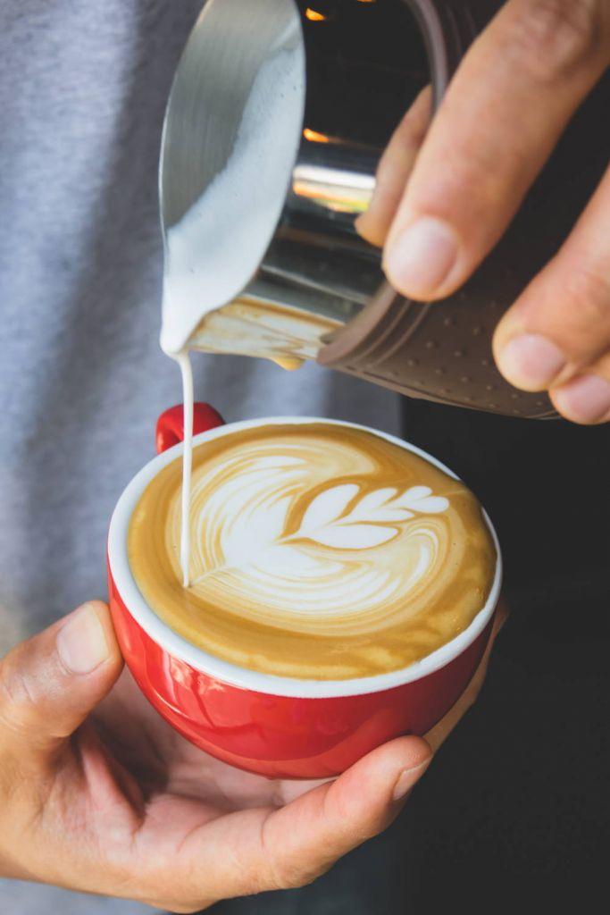 Spienione mleko do kawy