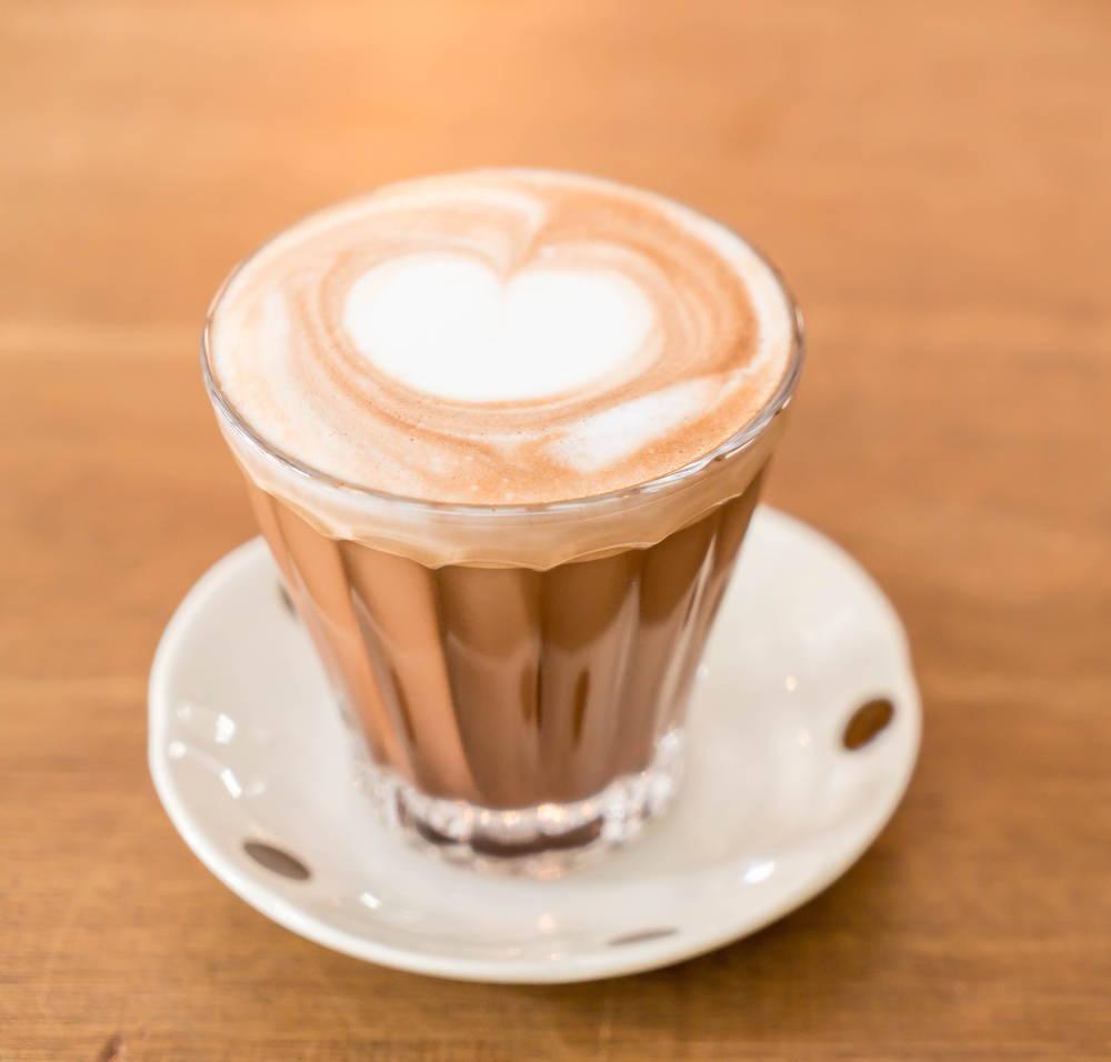 spienione mleko wzory na kawie