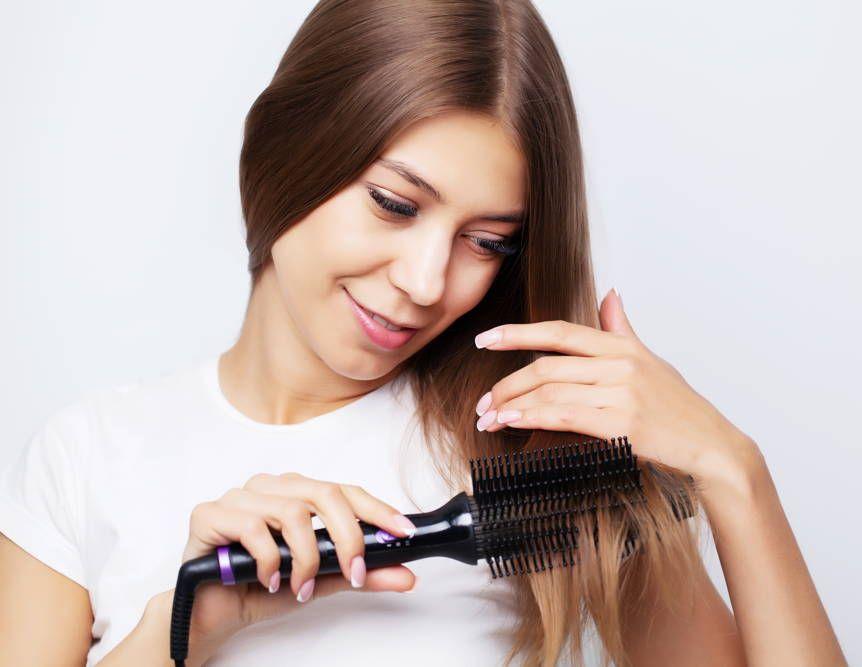Rozczesywanie włosów suszarko-lokówką
