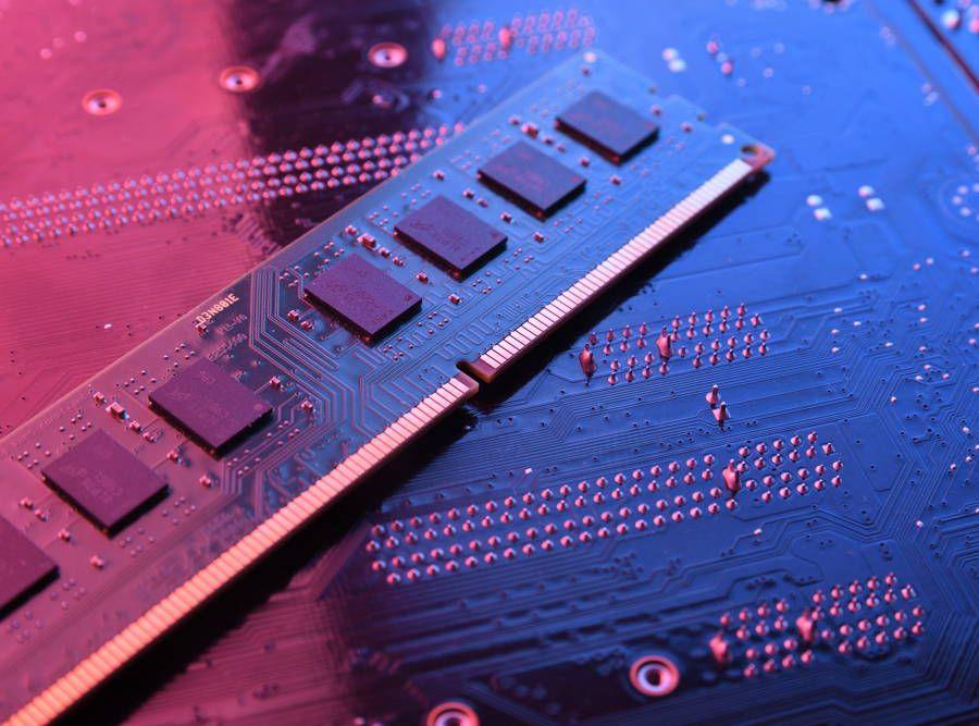 Pamięć operacyjna RAM w tanim komputerze do gier